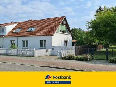 Doppelhaushälfte mit Einliegerwohnung und großem Grundstück