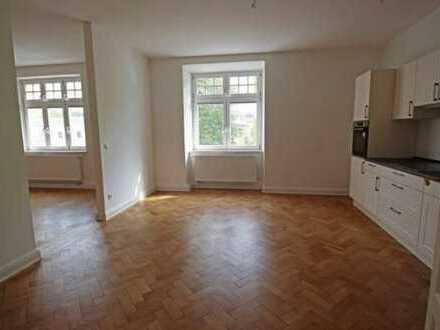 Schöne, helle 4-Zimmer Wohnung, neu saniert, mit Balkon und EBK in Landshut