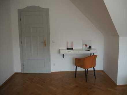 Möbliertes, gemütliches Zimmer, 26qm, mit hübschen Dachschrägen