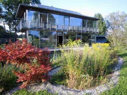Bauhaus-Villa mit Schwimmteich in traumhafter Alleinlage in Markt Schwaben