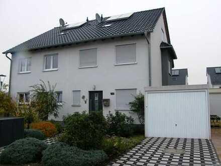Sehr gepflegte Doppelhaushälfte auf Neubau-Niveau in Neuhofen, bis zum 30.07.2022 befristet