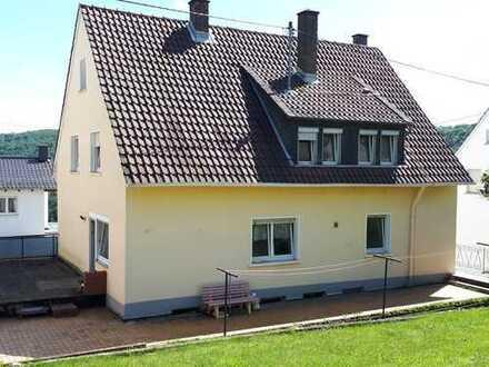 Modernisierte 2,5-Raum-Terrassenwohnung mit Balkon in Idar-Oberstein