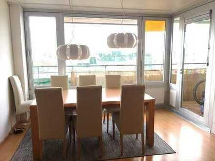 Geräumige 2 Zimmer Wohnung mit toller Aussicht incl. Einzelgarage in derTiefgarage