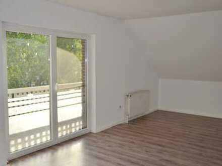 E´fehn, ruhig gelegene, frisch renovierte Oberwohnung mit Balkon ab sofort zu vermieten