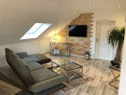 Wunderschöne, neuwertige 3,5 Zimmer DG Wohnung in schöner Lage von Backnang