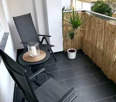 Möblierte, vollständig renovierte 3-Zimmer Wohnung mit Balkon in Stuttgart Mitte