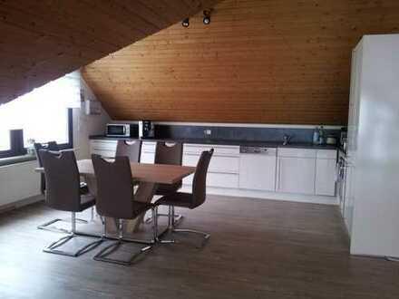 Schöne 2-Zimmer Singel -Dachgeschosswohnung mit EBK in Schlat