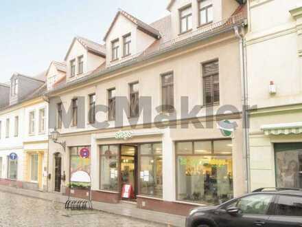 Top-Innenstadtlage in Großenhain: Teilvermietetes Wohn- und Geschäftshaus mit Ausbaureserve