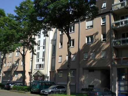 Sonnige Stadtwohnung hell und zentral mit Balkon