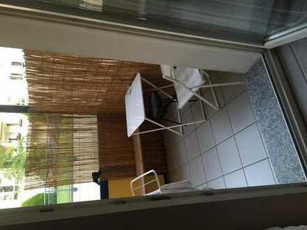 Weibliche Mitbewohnerin gesuchtü für 40 m2 Wohnung in Köln Niehl, die mit mir Andreas 48 zusammen le