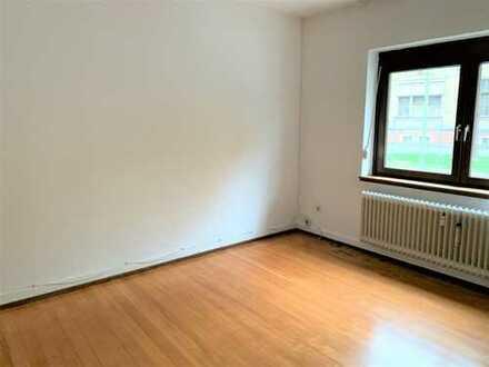 3-Zimmer-Erdgeschosswohnung mit Balkon und Einbauküche in Karlsruhe