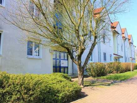 Zur Kapitalanlage: Vermietete 2-Raum-Wohnung mit Balkon und Einzelgarage