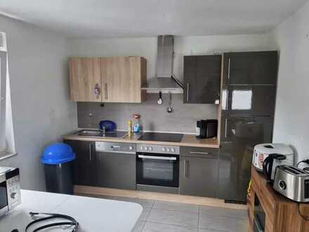 Modernisierte Wohnung mit zweieinhalb Zimmern und Einbauküche in Singen