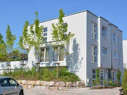 Ein modernes Haus mit XXL-Doppelgarage - wow!