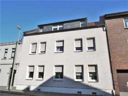 Dreifamilienhaus in Duisburg mit Bungalow Anbau (Edel-Rohbau) in Duisburg Walsum