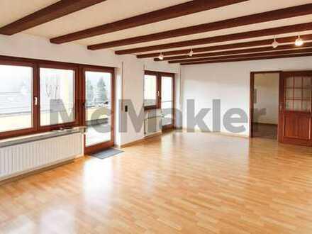 Wohnen oder vermieten: Gepflegte 3-Zi.-Wohnung mit großem Balkon, Garage und Stellplatz