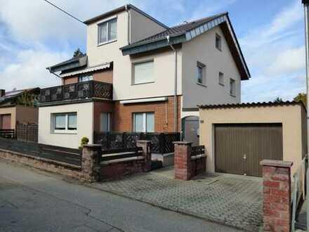 Gepflegtes 2-Familienhaus mit 3 Garagen in guter Wohnlage