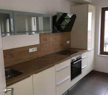 Stilvolle, neuwertige 3-Zimmer-Hochparterre-Wohnung mit Balkon und EBK in Regensburg
