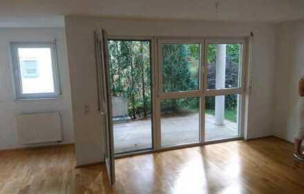 Neuwertige 3-Raum-Wohnung mit Terrasse und EBK in Eningen-Markwiesenweg