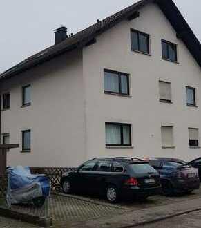 Gepflegte 2-Zimmerwohnung, Bad und Küche in ruhiger Lage im Untergeschoss