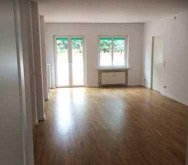 Sanierte, geräumige 4-Zimmer-Wohnung mit 2 Balkonen und Aufzug