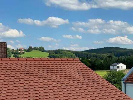 Erstbezug nach Sanierung: Adrette 2-Zimmer-DG-Wohnung mit EBK und üppiger Dachterrasse in Ottobeuren