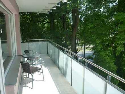 Repräsentative, möblierte 3-Zimmer-Wohnung mit Balkon am Roten Tor