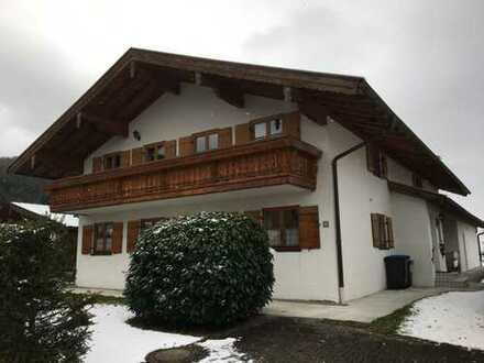 Schöne 2- Zi. - Wohnung im 1. OG in ruhiger Lage von Bergen im Chiemgau zu vermieten!