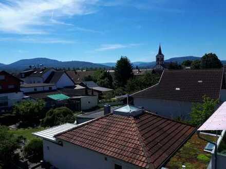 Neuwertige 3,5-Zimmer-Dachgeschosswohnung mit Fernsicht vom Südbalkon in Baden-Baden Sandweier