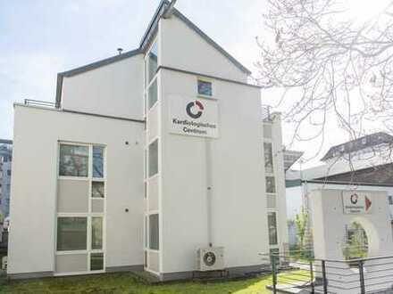 Großes Wohn-Bürogebäude in ruhiger Lage am Zoo. 3 min zur Konstablerwache