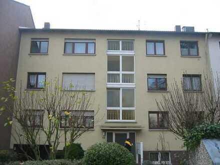 Renovierte und schöne große 2 Zimmer Wohnung in ruhiger Lage
