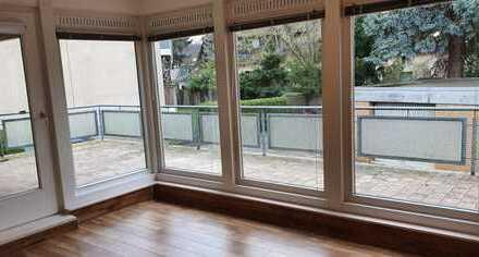 4 - Zimmer Wohnung ( 113 m² ) mit großer, teilweise überdachter Terrasse und 2 Balkonen in Hannover