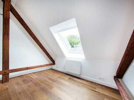 Frisch renovierte Dachgeschosswohnung im Rotklinker in Alsterdorf zu verkaufen!