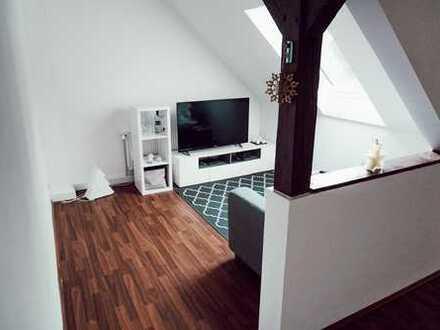 2-Zi.-DG-Wohnung mit EBK und Balkon