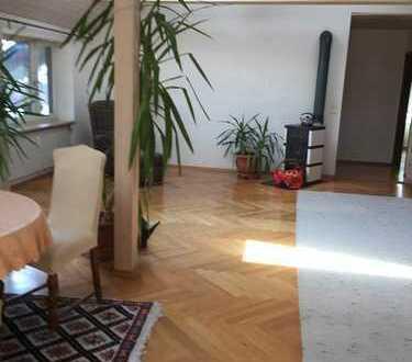 Sehr, sehr ruhige, gemütliche und luftige 3 Zimmer-Wohnung mit viel Charme