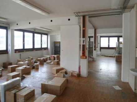 Großzügige, helle Gewerbefläche mit Büroräumen in Steinenbronn zu vermieten