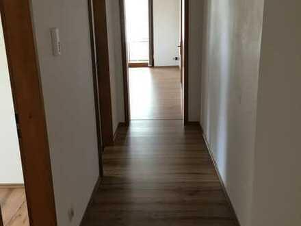 Gepflegte 3-Zimmer-Wohnung mit Balkon und Einbauküche in Selb, nahe Schulzentrum