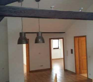 Freundliche 4-Zimmer-DG-Wohnung mit Balkon in Schechen