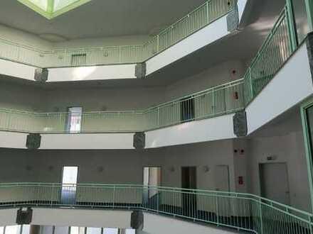 Call-Center, IT-Zentrum, Business-Center. helle Räumlichkeiten mit Fernsicht
