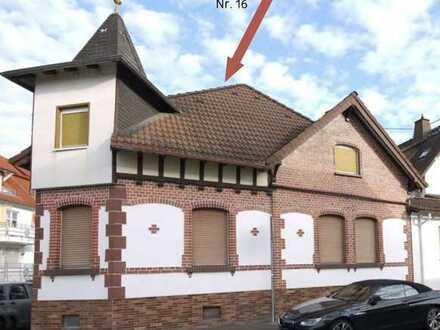 Malerisches Einfamilienhaus mit Türmchen, Fachwerk- und Backsteinfassade