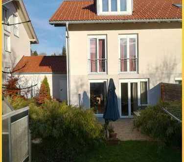 Wunderschöne neuwertige und sonnige Doppelhaushälfte mit Garage in ruhiger Lage nahe Kempten(Ahegg)