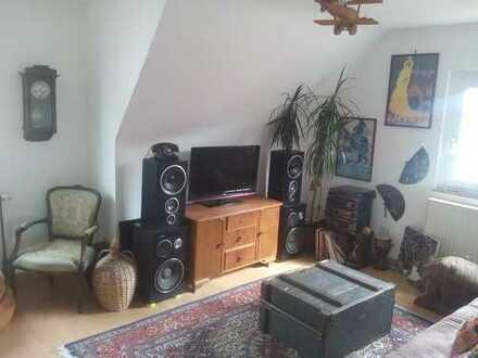 Helle 3-Zimmer-DG-Wohnung mit Einbauküche in Esslingen