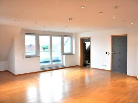 Neuwertige 4-Raum-DG-Wohnung mit Logia und Einbauküche in Mainaschaff