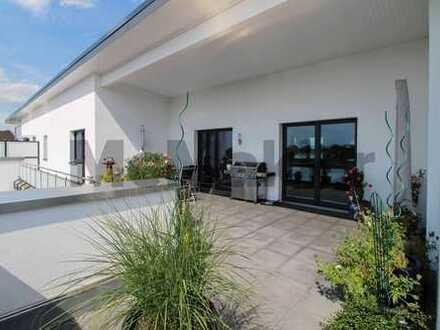 Repräsentativ, modern, neuwertig: Penthouse mit privatem Zugang per Aufzug & ca. 60 m² Terrasse
