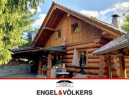 Exklusives Wohnen im Naturstammhaus