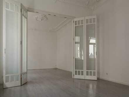 Sehr schöne 2-Zimmer-Altbauwohnung mit Stuckdecken