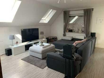 Attraktive 2-Zimmer-DG-Wohnung mit Balkon und Einbauküche in Sankt Leon-Rot