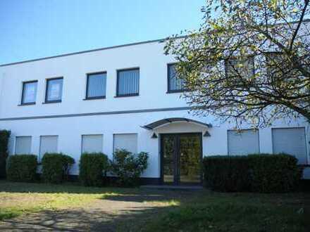 Lager-/Produktionshallentrakt mit Bürogebäude auf Erbpachtgrundstück VERKAUF/VERMIETUNG