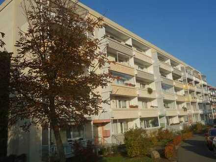 Zum Selbstbezug! Geräumige 4-Raum-Whg. im 4. OG mit Süd-Balkon, tw. Laminat, gute Verkehrsanbindung