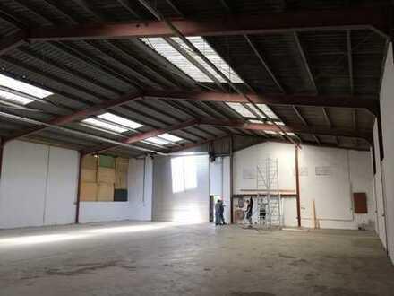 500 qm, zentral gelegene Lagerhalle mit Rolltor zu vermieten/ direkt vom Eigentümer